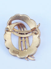 Load image into Gallery viewer, Trifari Gold Tone Round Brooch Pin