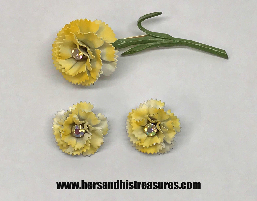 Vintage Metal Yellow and White Carnation Flower Jewelry Set