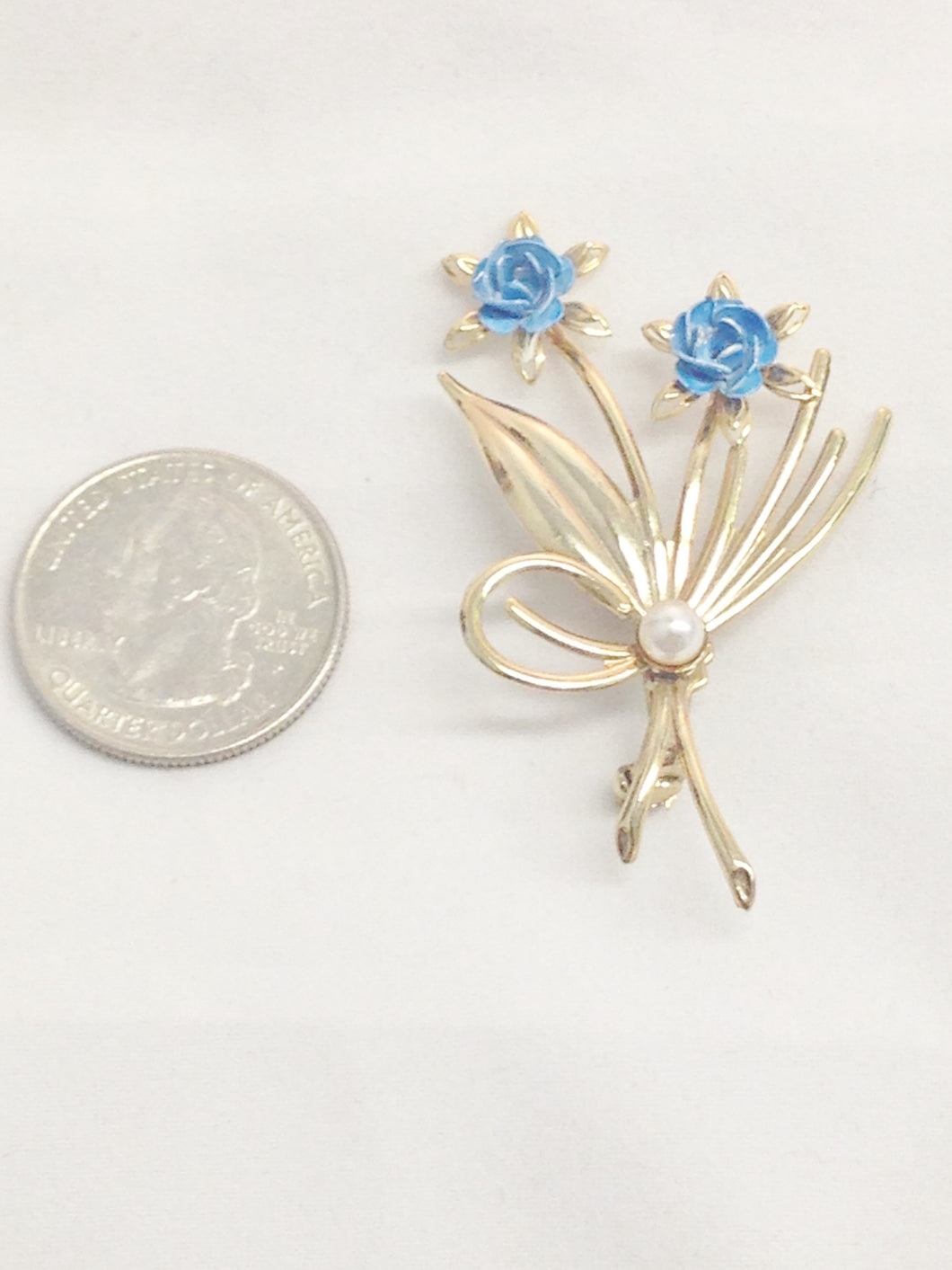 Gold Tone Blue Flower Bouquet Brooch Pin www.hersandhistreasures.com/collections/vintage-jewelry