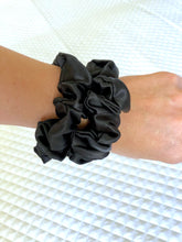 Medium Silk Scrunchies - Black