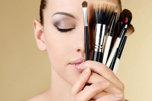 WHY HIRING A PROFESSIONAL MAKEUP ARTIST IS A MUST FOR YOUR WEDDING