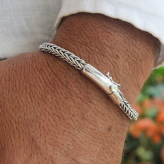 Slithering Silver