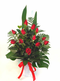 12 long stem red roses flower bouquet arrangement