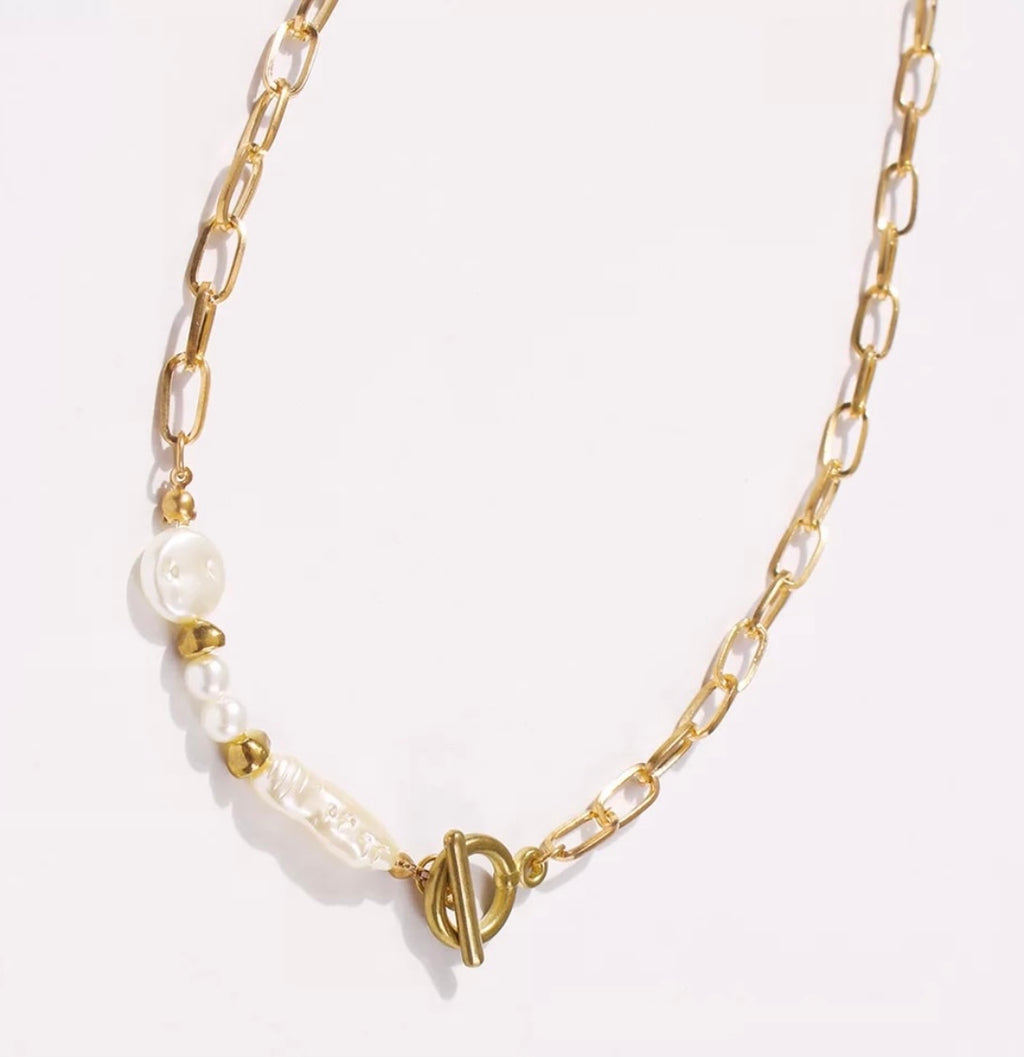 Pearl Toggle Necklace - www.sparklingjewellery.com