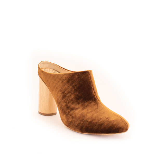 Mule in camel velvet, almond toe with natural wood high heel.