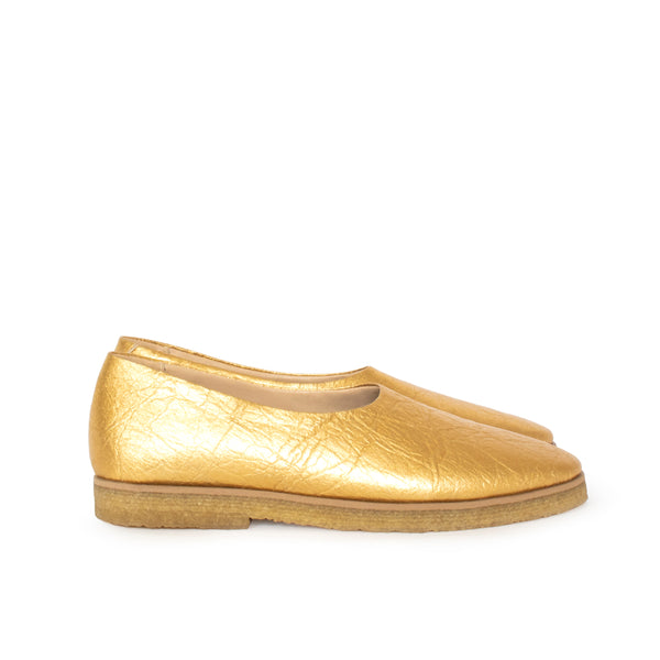 Almond toe flat in gold pinatex, pinneapple vegan leather alternative, natural rubber sole.