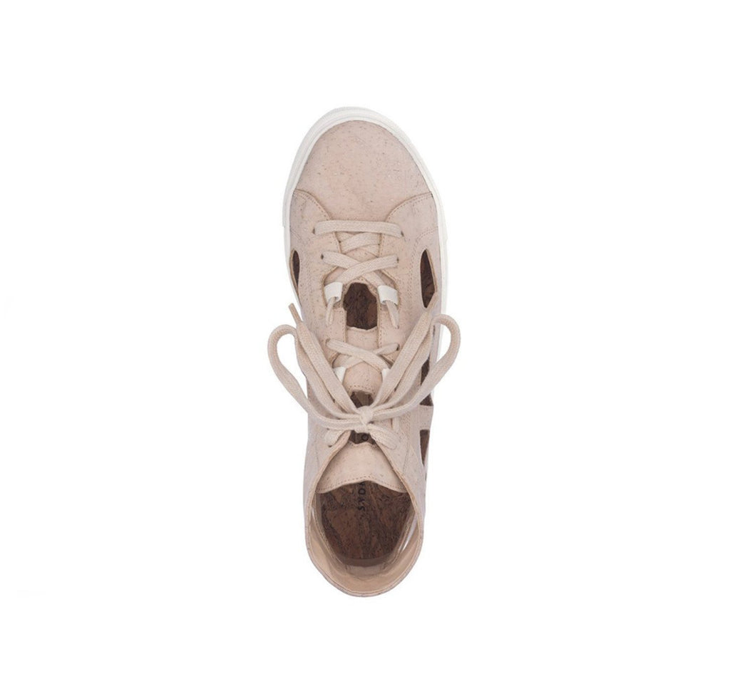 High top sneakers unisex with cutout sides in beige cork, white rubber sole.