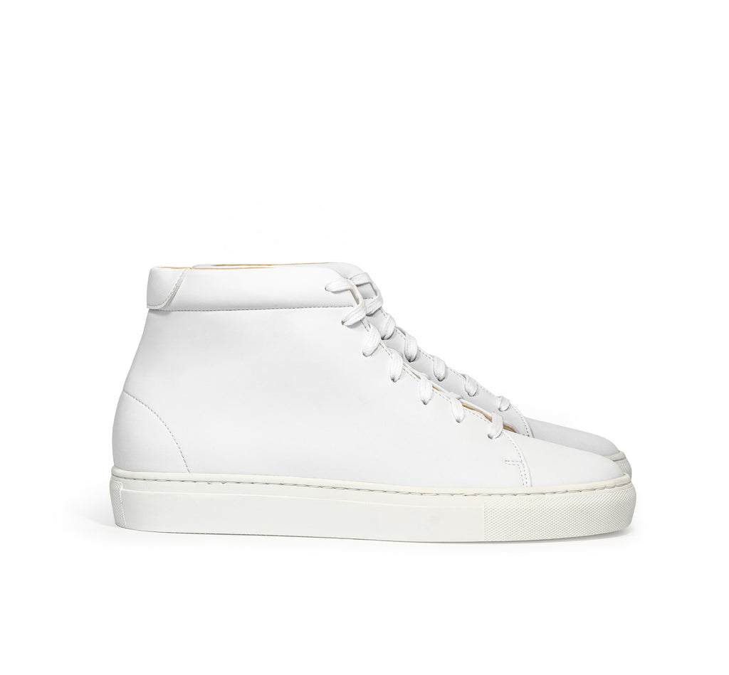 Unisex High sneaker in eco white vegan leather with a white rubber sole.