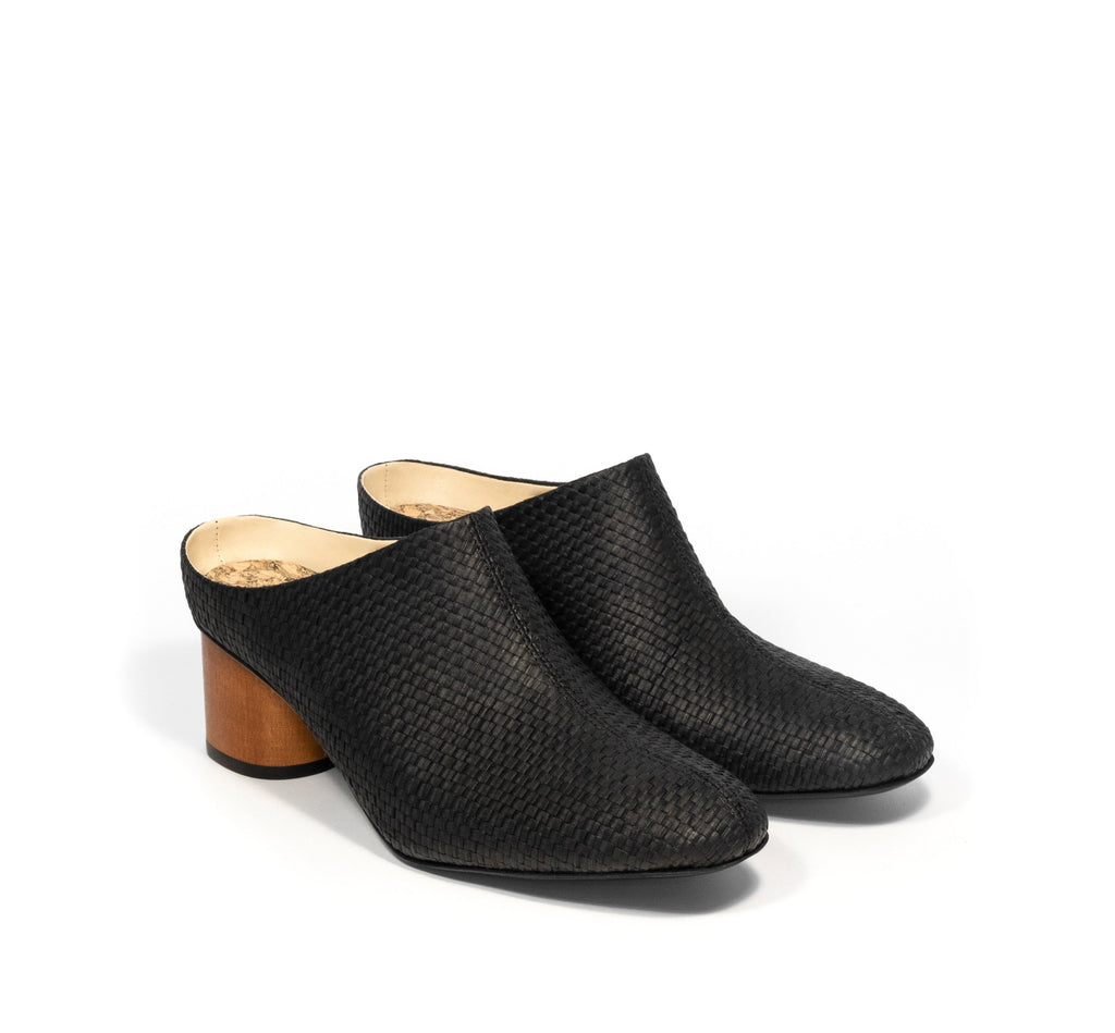 Mule in black eco raffia, almond toe with a dark cherry brown mid-heel.