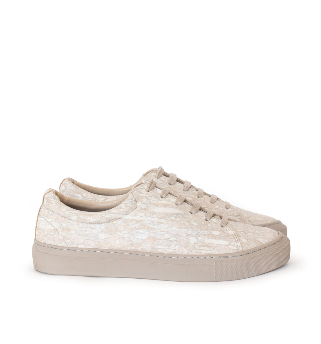 Unisex low sneaker in beige eco fennel material with a beige rubber sole.