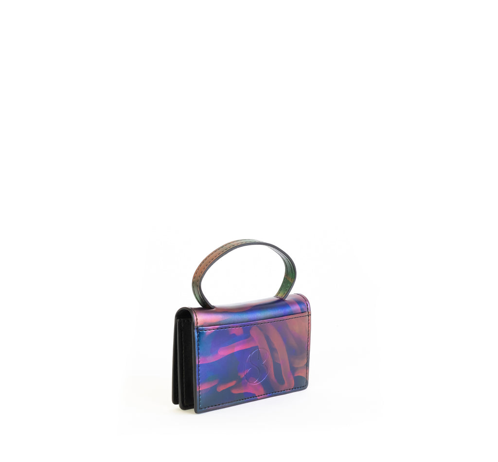 Microbag wallet with handle and an interior and exterior card slot. Iridescent Print faux-leather. Angle