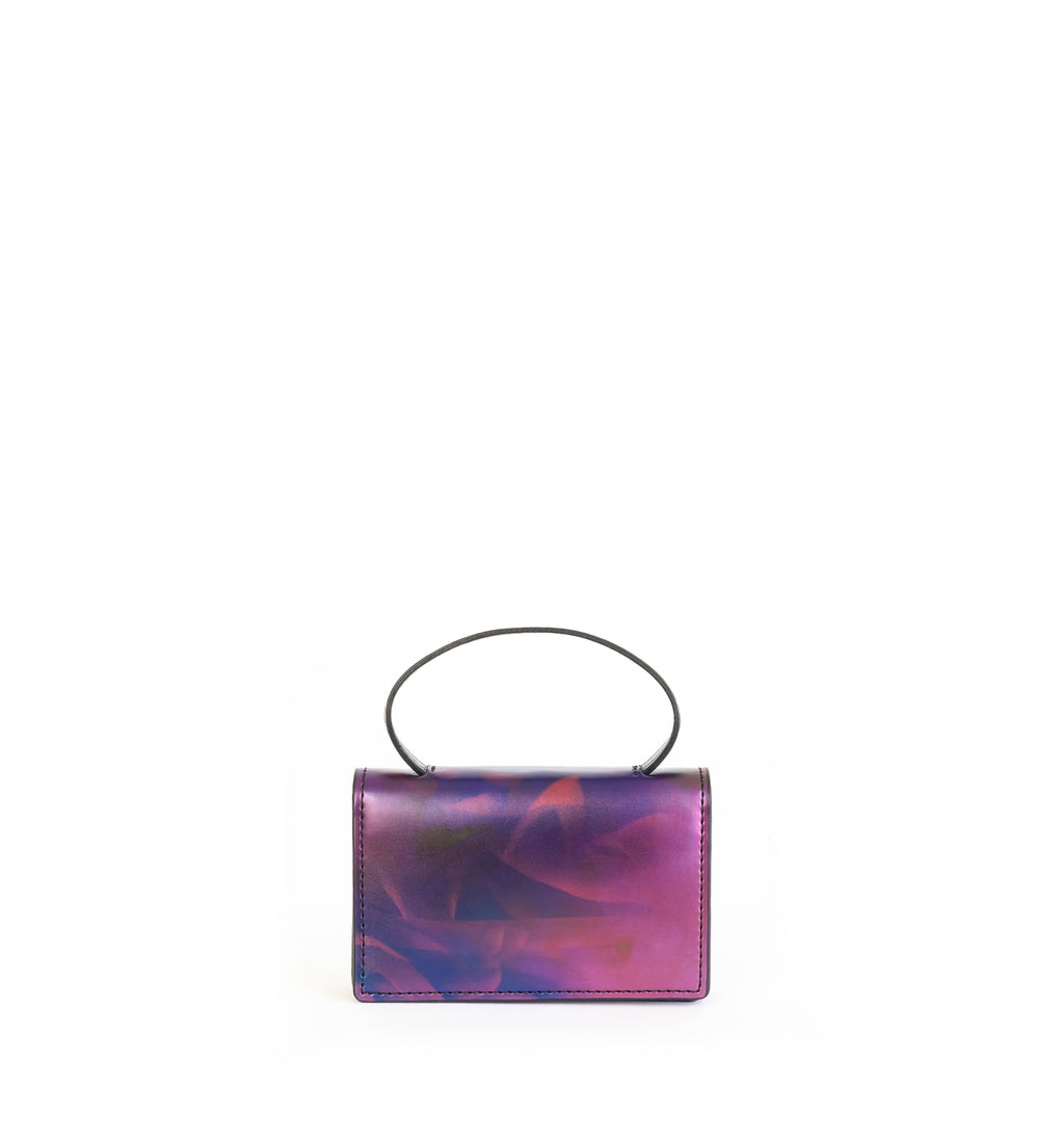 Microbag wallet with handle and an interior and exterior card slot. Iridescent Print faux-leather.