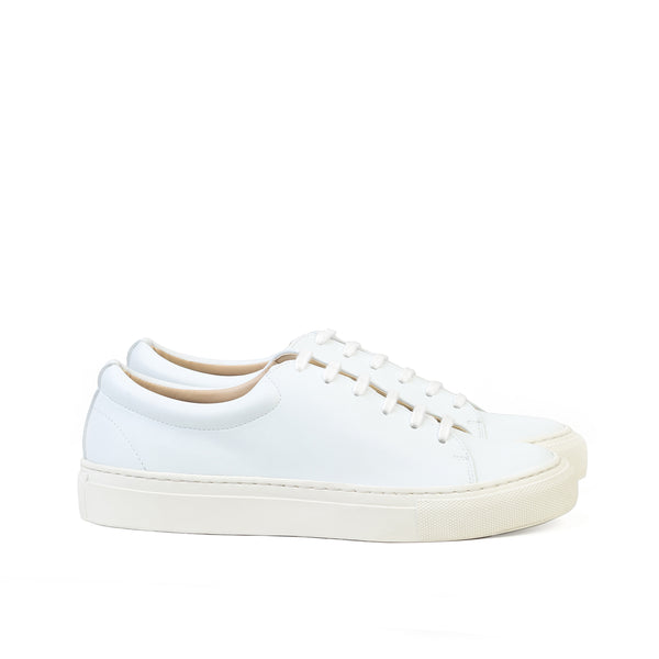 Classic & unisex low sneaker in eco-friendly white faux-nappa by Sydney Brown. Vegan Friendly heels for women. Sustainable, Cruelty free, Ethically handmade in Portugal.