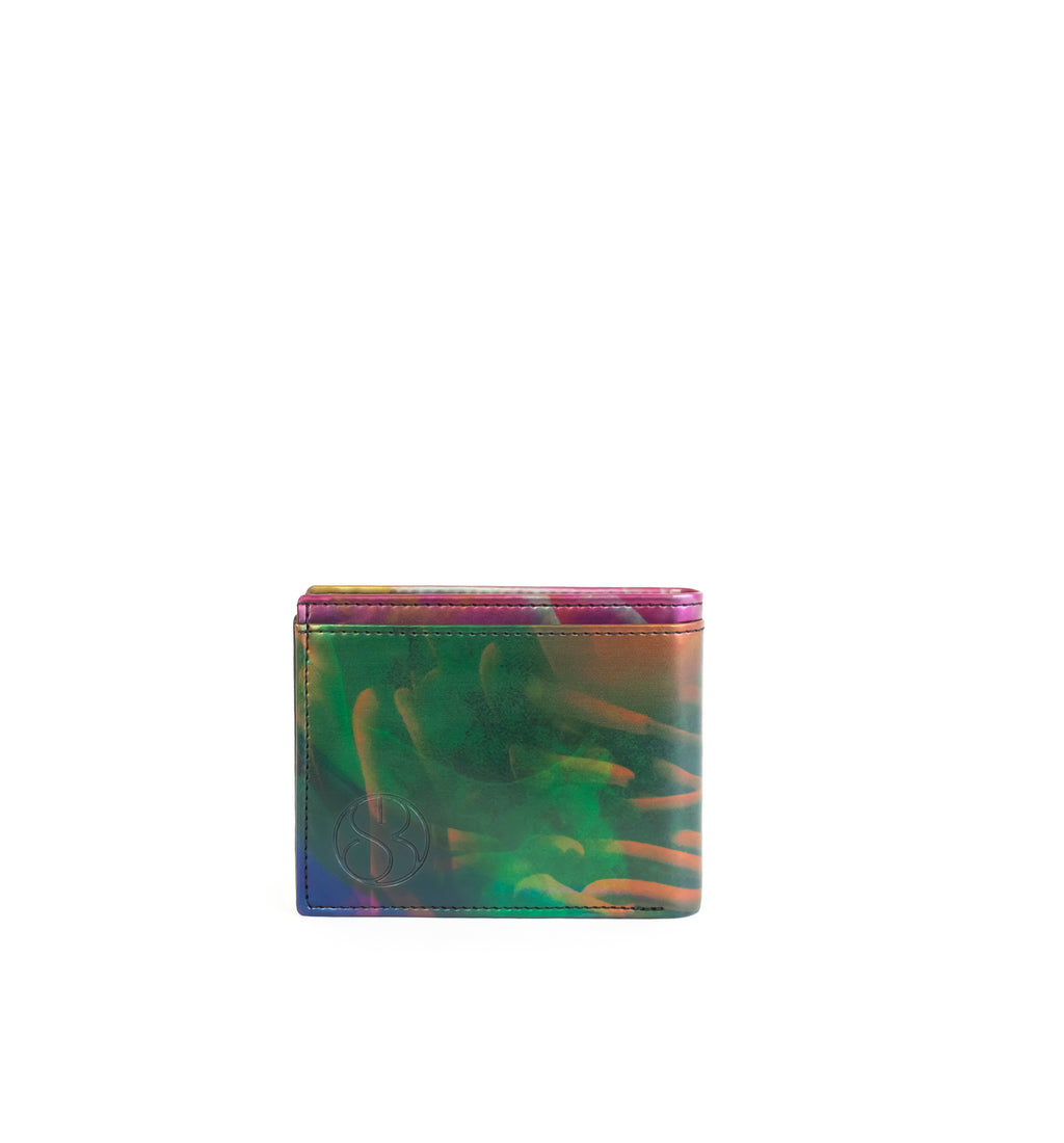 Unisex bifold wallet, practical and timeless. Iridescent print faux-leather. Back