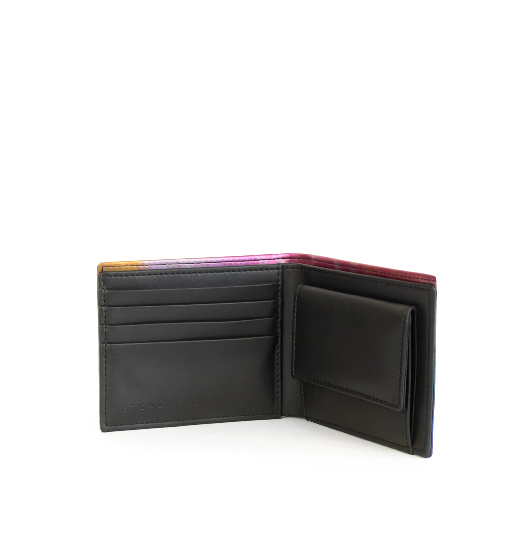 Unisex bifold wallet, practical and timeless. Iridescent print faux-leather. Open with cards lost and coin pouch.