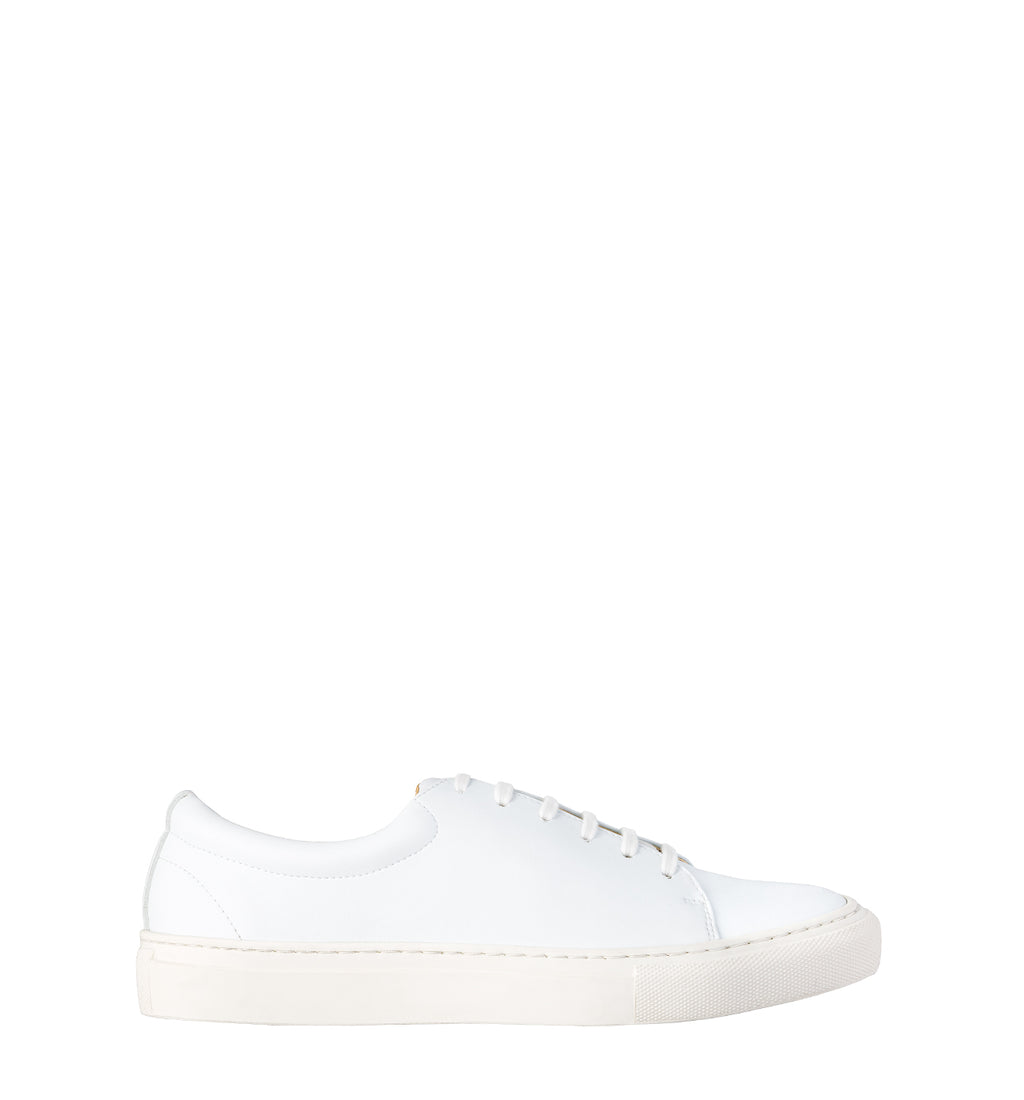 Unisex low sneaker in white eco vegan leather with a white rubber sole.