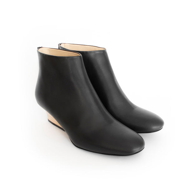 Bootie Black, Natural wood heel. Luxury Vegan boots for women. Spring Summer 2019 Footwear by Sydney Brown. Sustainable shoes made in Portugal.