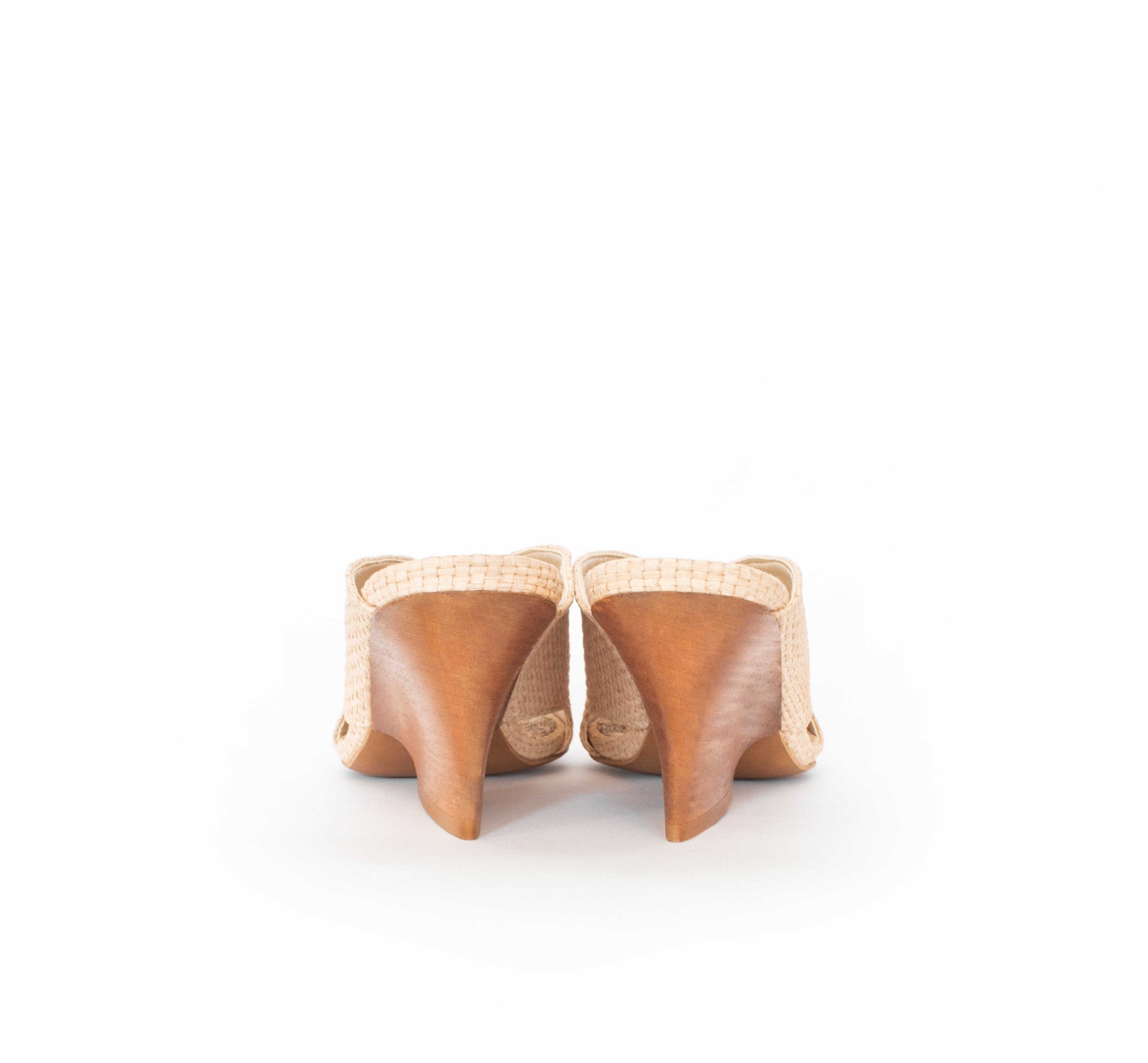 High Heel Mules in natural raffia and breathable lining, dark wood heel. Luxury vegan heels. Sydney Brown Spring Summer 2019. Sustainable, eco-friendly fashion