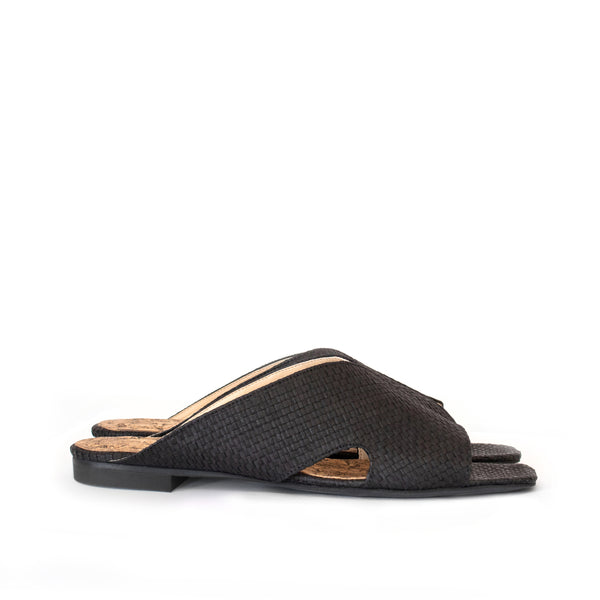 Flats in black raffia and breathable lining. Luxury vegan slides. Sydney Brown Spring Summer 2019. Sustainable, eco-friendly SS19 fashion
