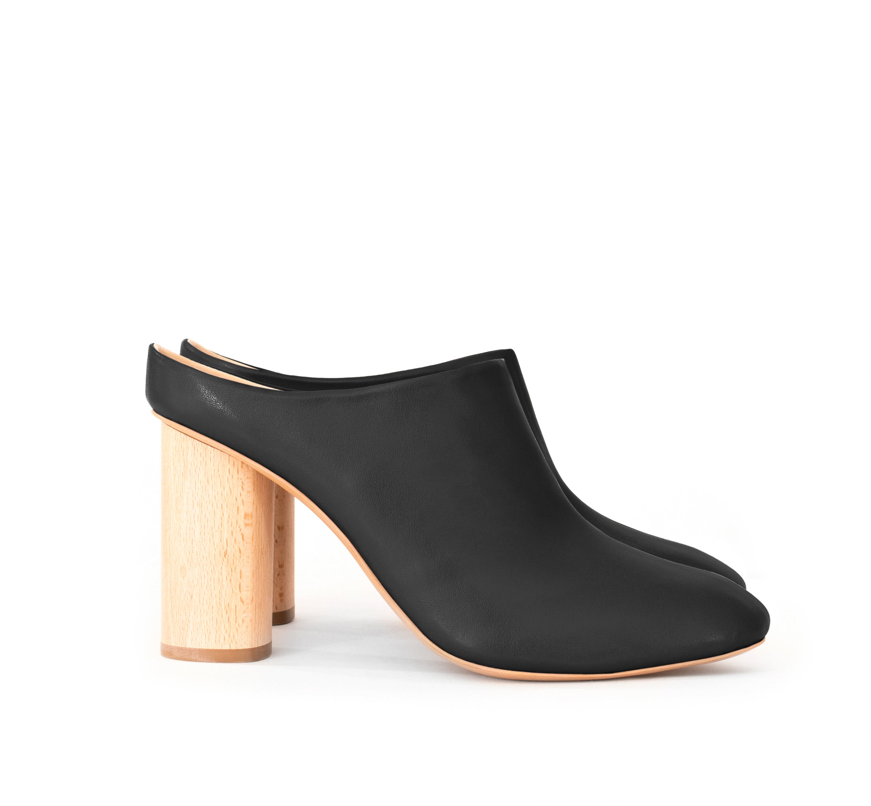 High Mules in certified black faux-nappa, breathable lining with natural wood heel. Luxury vegan shoes. Sydney Brown Spring Summer 2019. Sustainable, eco-friendly SS19 fashion