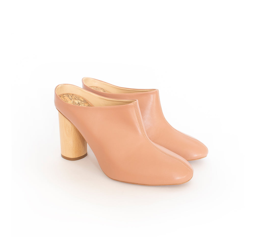 Mules in rose vegan leather, natural wood high heel.