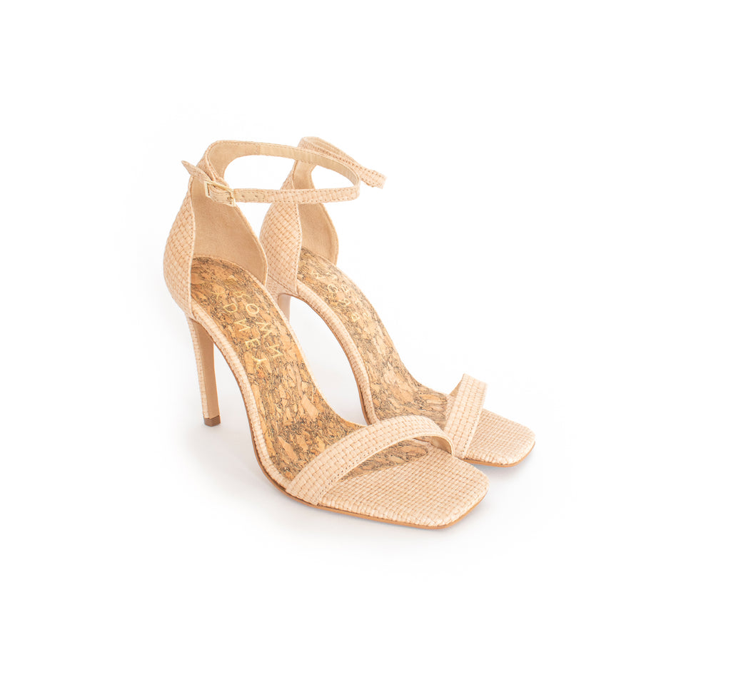 High stilettos in natural raffia, ankle strap with metal buckle, with a recycled wood pulp stiletto heel, covered in natural raffia.