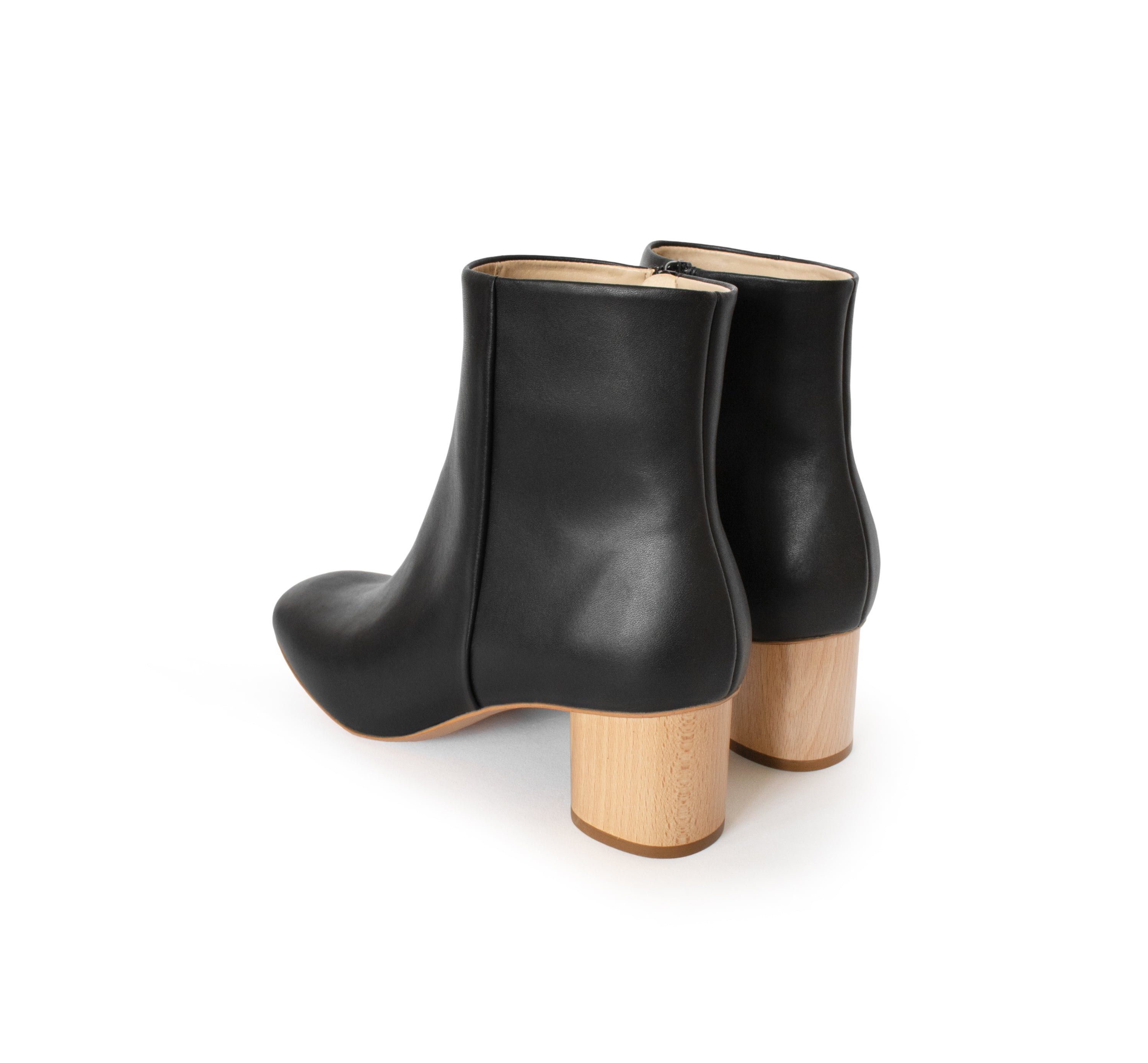 Ankle Boot in black eco vegan leather, inside zipper, natural wood mid-heel.