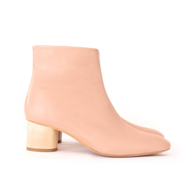Low Ankle Boots in rose faux-nappa and breathable lining with natural wood heel. Luxury vegan shoes. Sydney Brown Spring Summer 2019. Sustainable, eco-friendly SS19 fashion