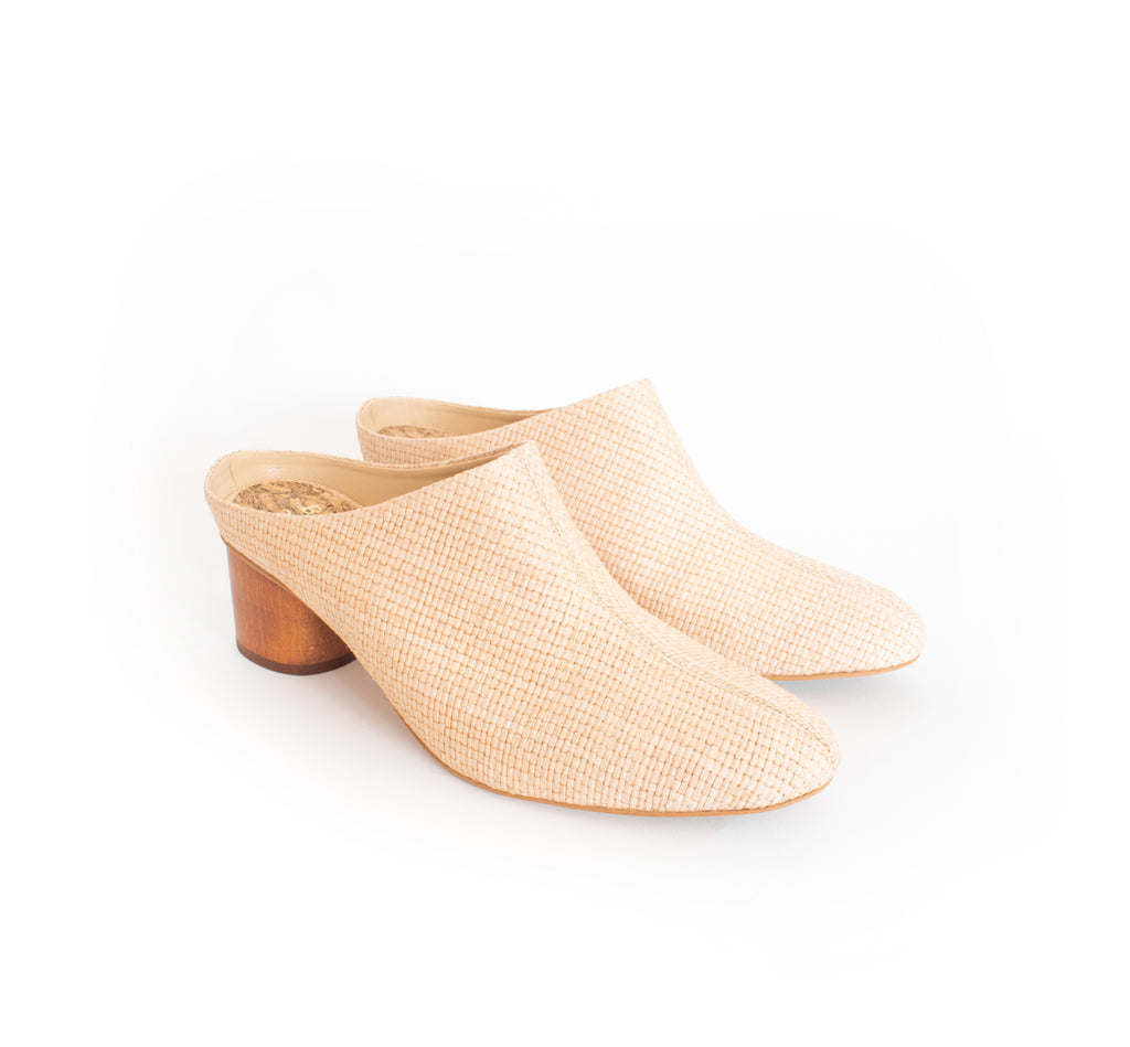 Mule in natural eco raffia, almond toe with a dark cherry brown mid-heel.