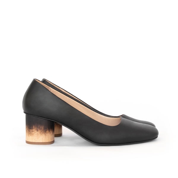 Low Pump in black eco vegan leather, almond toe, mid-heel in shou sugi ban wood burning technique.