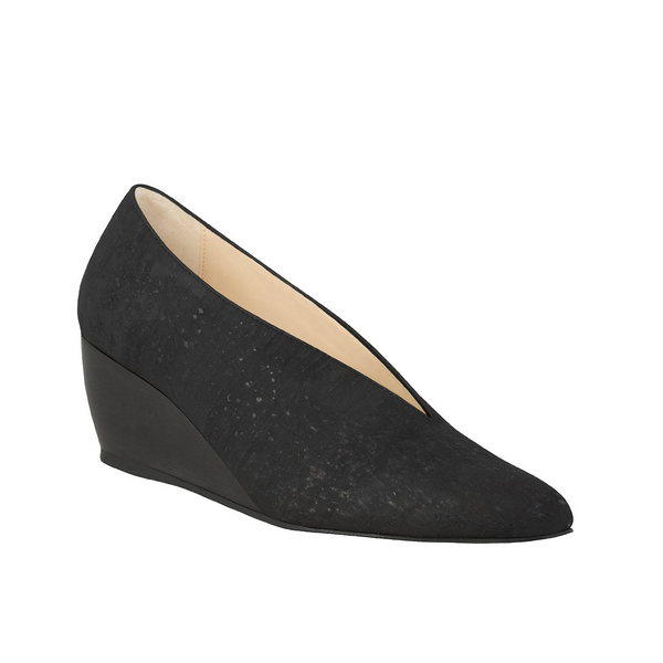 Wedge shoe with pointy toe in black cork, black sole with mid wedge wood heel.