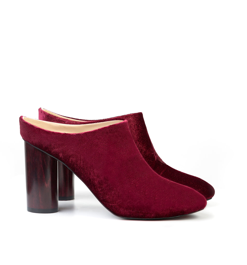 Mules in dark red velvet with a lacquered dark red wood high heel.
