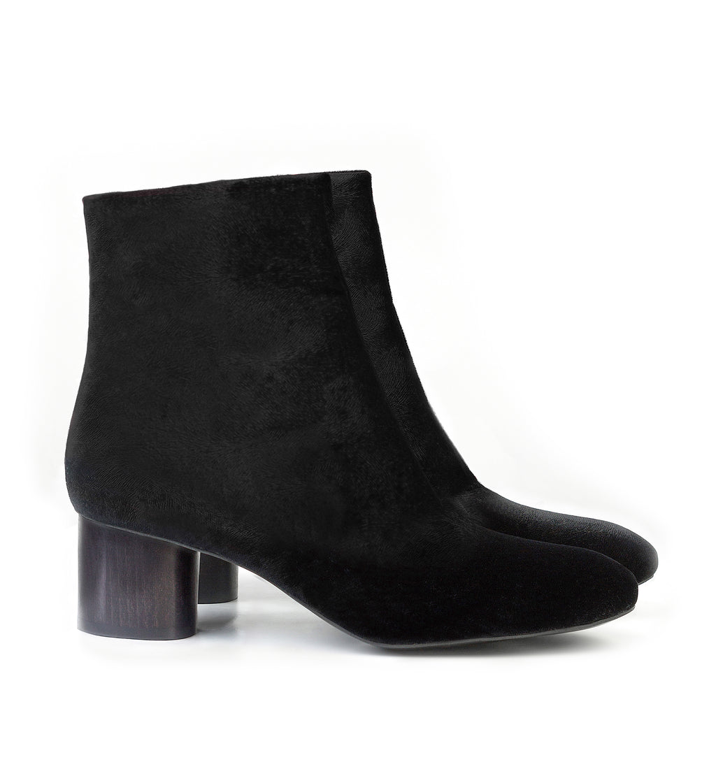 Ankle Boot in Black Velvet, mid-heel in black lacquered wood.