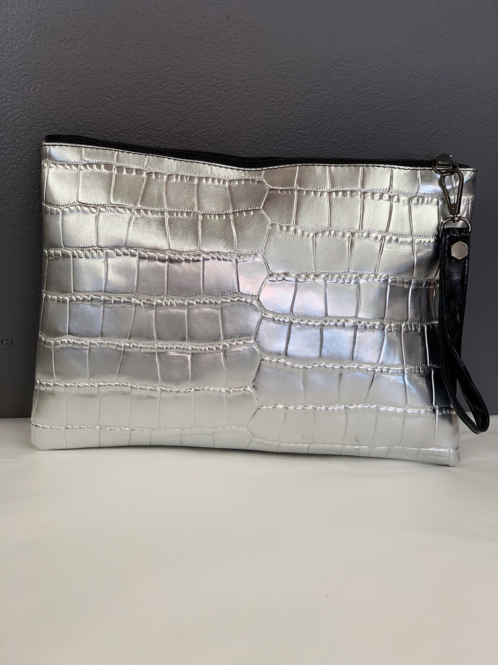 Bria Bella & Co - Metallic Silver Clutch/Crossbody