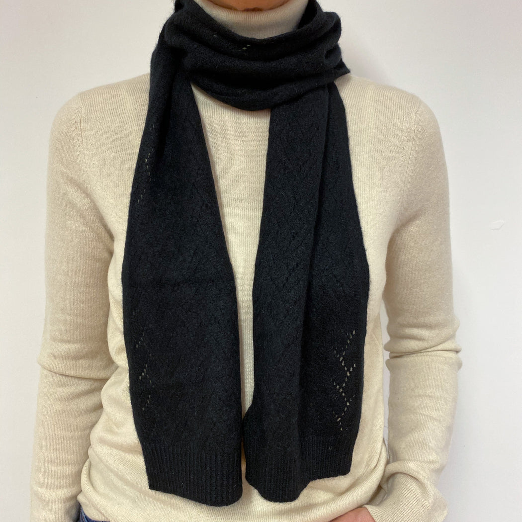 Super Cosy Black Scarf