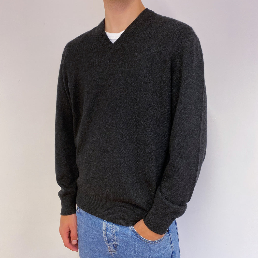 Men's Charcoal Grey V-Neck Scottish Jumper Large