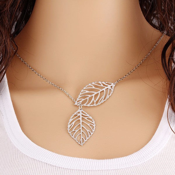 Light necklace with two leaves