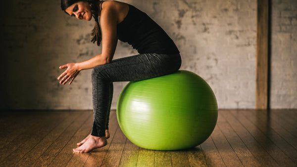 3 Great Ways to Tone Your Butt and Thighs on the Ball