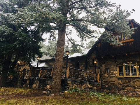 The Chief Hosa Lodge in a wintery atmosphere