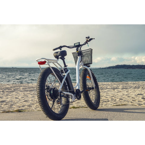 White Big Cat Long Beach Cruiser XL500 - Electric Cruiser Bike - At the beach