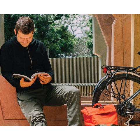 e-Joe KODA Sports Class - Electric Commuter Bike - With Rider reading a book
