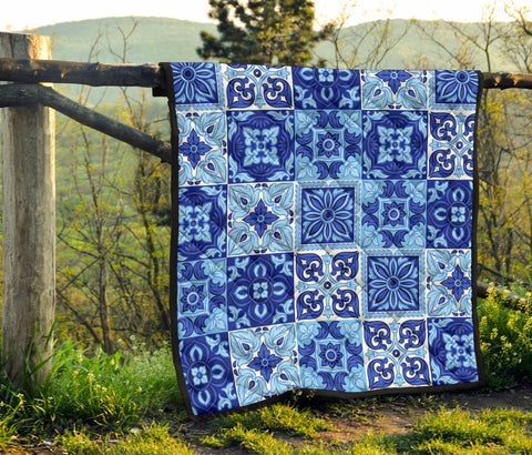 Image of Italian ceramic tile pattern. Quilt