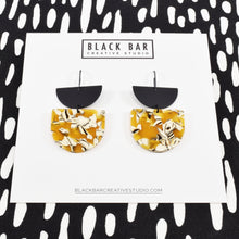 HALF DISC DUO D SHAPE EARRING - Available in various colors