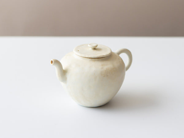 Mini Teapot, White Fuyu