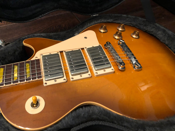 2003 Gibson Les Paul Classic Honeyburst 3-Humbucker Electric Guitar