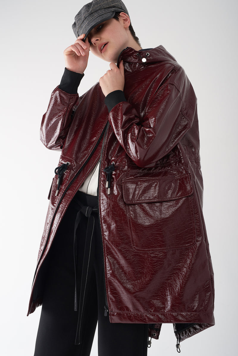 GRETA OXBLOOD - Patent Leather Raincoat