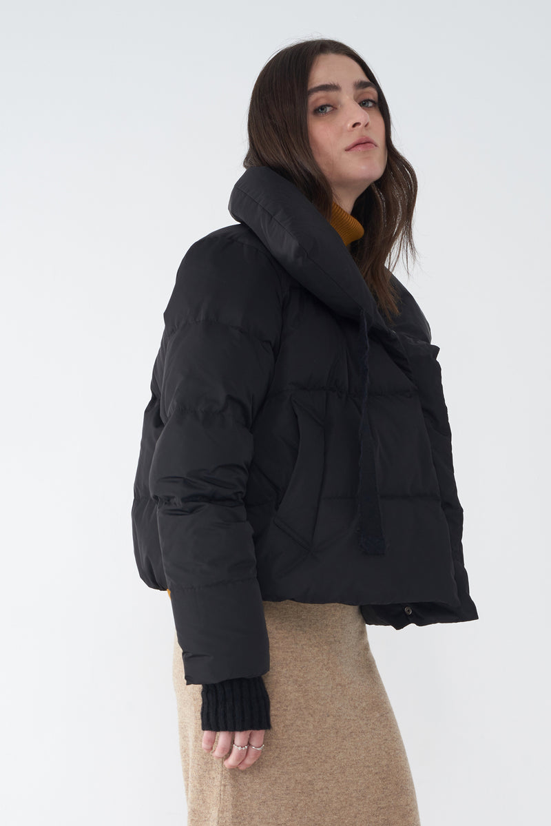 JAZZY BLACK - SHORT DOWN JACKET