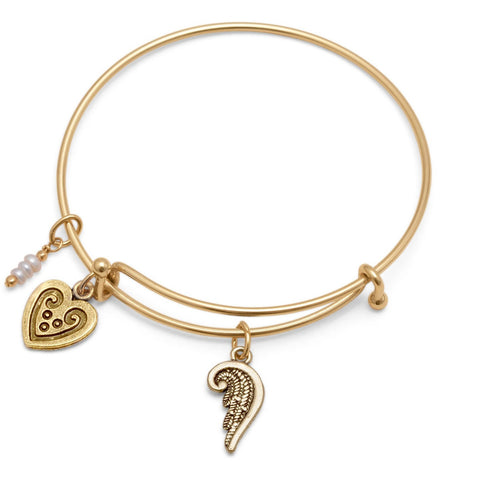 Expandable style gold tone bracelet comes with an angel wing charm, a heart charm, and a delicate triple cultured freshwater pearl drop.