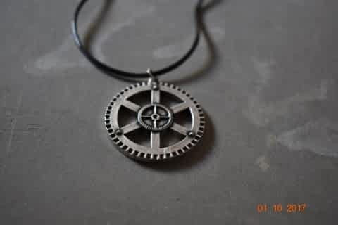 Steampunk Metal Gear Charm Necklace. Industrial Gothic Pendant Choker Faux Leather Cord Unisex.