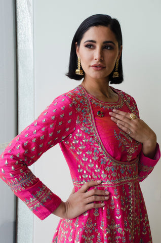 Nargis Fakhri American model and Bollywood celebrity wears Shiffon Co pinky ring jewelry at One Young Word